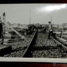 Fotografía antigua: FOTOGRAFIA DE SALAMANCA, PUENTE DEL PRADILLO, SOBRE EL RIO TORMES, FECHA DE INICIO DEL MONTAJE EN OC. Lote 46384645