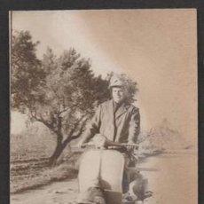 Fotografía antigua: (ALB-TC-23) ANTIGUA FOTO VESPA 1963 CERCANIAS SALADA TORRES DE SEGRE LERIDA LLEIDA. Lote 46547252