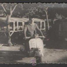 Fotografía antigua: (ALB-TC-23) ANTIGUA FOTO VESPA 1959 LERIDA. Lote 46547321