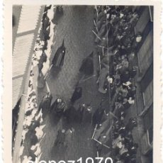 Fotografía antigua: SEMANA SANTA DE MALAGA,1935, DESFILE PROCESIONAL , CALLE LARIOS, 64X84MM. Lote 46723989