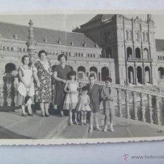 Fotografía antigua: MINUTERO DE FOTOGRAFO PARQUE MARIALUISA : FAMILIA PLAZA ESPAÑA , 1956. Lote 46875025