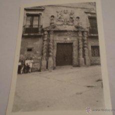 Fotografía antigua: ANTIGUA FOTOGRAFIA CASA DE LA CULTURA DE HARO,LA RIOJA.AÑOS 60. Lote 47258901