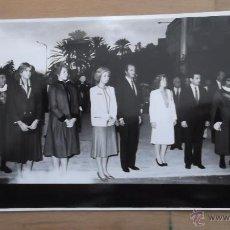 Fotografía antigua: CASA REAL FOTOGRAFÍA ORIGINAL BLANCO Y NEGRO AÑOS 70 / 80 REY JUAN CARLOS REINA SOFIA REY FELIPE VI. Lote 47326636