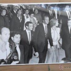 Fotografía antigua: CASA REAL FOTOGRAFÍA ORIGINAL BLANCO Y NEGRO AÑOS 70 / 80 REY JUAN CARLOS REINA SOFIA REY FELIPE VI. Lote 47326652