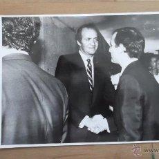 Fotografía antigua: CASA REAL FOTOGRAFÍA ORIGINAL BLANCO Y NEGRO AÑOS 70 / 80 REY JUAN CARLOS REINA SOFIA REY FELIPE VI. Lote 47326677