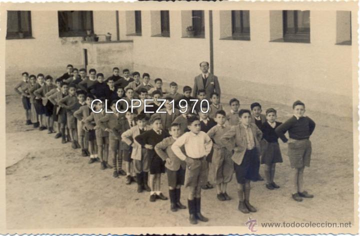 FOTOGRAFIA ESCOLAR, NIÑOS EN FORMACION ANTES DE ENTRAR EN CLASE, MAGNIFICA,175X115MM (Fotografía Antigua - Fotomecánica)
