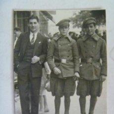 Fotografía antigua: REPUBLICA : MINUTERO MILITARES INFANTERIA CON TABARDOS. ALMERIA, 1932. Lote 151671182
