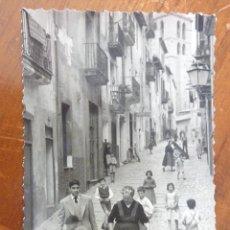 Fotografía antigua: ANTIGUA FOTO CALLE DE MALLORCA . ANIMADA MUJER CON JARRA DE AGUA NIÑOS . 1955 9 / 6 CM . Lote 49743995