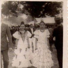 Fotografía antigua: SEVILLA, ANTIQUISIMA FOTOGRAFIA FERIA DE ABRIL,70X86MM. Lote 49765011