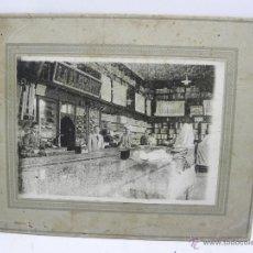 Fotografía antigua: FOTOGRAFIA DE SASTRERIA O TIENDA DE TEXTILES LA ELEGANTE, AÑO 1920, ESCRITA A LAPICERO POR EL REVERS. Lote 50489558