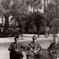Fotografía antigua: MINUTERO AMBULANTE, SEVILLA,1953, PARQUE DE MARIA LUISA, 55X75 MM. Lote 51049623