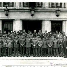 Fotografía antigua: FOTOGRAFIA MILITAR. REPRESENTACION DE OFICIALES,, PROFESORADO..... Lote 51071043