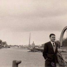 Fotografía antigua: SEVILLA 1957, FOTOGRAFIA ANTIGUA, RIO GUADALQUIVIR , 95X68 MM. Lote 51490093