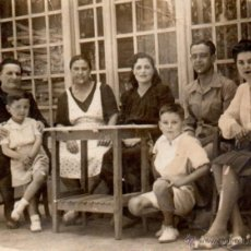 Fotografía antigua: SEVILLA, FOTO MOLINA, ANTIGUA FOTOGRAFIA ESCENA FAMILIAR, 80X62 MM. Lote 51549834