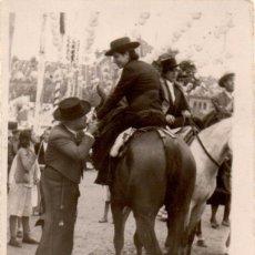 Fotografía antigua: SEVILLA , ANTIGUA FOTOGRAFIA, ESCENA DE FERIA, 60X80 MM. Lote 51558345