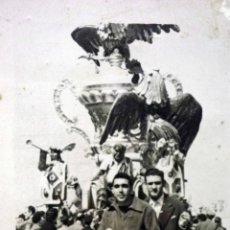 Fotografía antigua: FOTOGRAFIA ANTIGUA, FALLAS EN MOTO, FALLA 1960S,. Lote 52026334