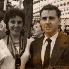 Fotografía antigua: SEVILLA 1957, ANTIGUA FOTOGRAFIA, ESCENA DE FERIA, 74X64 MM. Lote 52395285