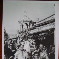 Fotografía antigua: ARRIBADA A L'ESTACIÓ DE PALMA DE LA MARE DE DEU DE LLUC EN EL CINQUANTENARI DE LA CORONACIÓ. 1959. . Lote 53151883