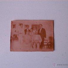 Fotografía antigua: FOTOGRAFIA ORIGINAL PRINCIPIOS SIGLO XX, FAMILIA PAYESA EN CASA MALLORQUINA. Lote 54077579