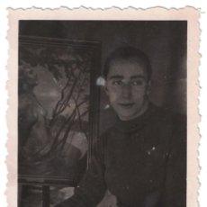 Fotografía antigua: ANTIGUA FOTO AÑOS 40, JOVEN PINTOR DE BARBASTRO 8,50 X 5,10 CM . Lote 54205995