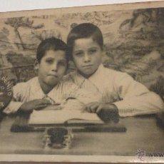 Fotografía antigua: ANTIGUA FOTOGRAFIA DE NIÑOS.RECUERDO COLEGIO FELIPE BENITO.SEVILLA.1936.. Lote 55038647
