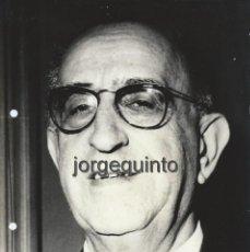 Fotografía antigua: FOTOGRAFIA DE PRENSA. ADOLFO BATURONE COLOMBO, MINISTRO DE LA MARINA.18 X 24 CMS.. Lote 55389787