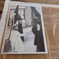Fotografía antigua: FOTO FOTOGRAFIA NAZARENOS JESUS DESPOJADO SEMANA SANTA DE SEVILLA. Lote 56045076