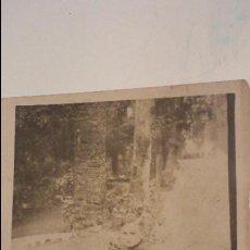 Fotografia antica: ANTIGUA FOTOGRAFIA DE NIÑO EN COCHE DE HOJALATA.AÑOS 30,40.. Lote 56087132