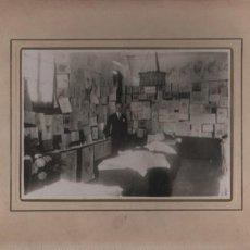 Fotografía antigua: FOTOGRAFIA CARTON DURO - DE UN DESPACHO ESCUELA ? NO PONE FOTOGRAFO. Lote 56357056