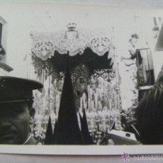Fotografía antigua: SEMANA SANTA DE SEVILLA : PASO DE LA MACARENA , POLICIA ARMADA . 1965.. Lote 56373665