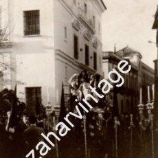 Fotografía antigua: SEMANA SANTA DE SEVILLA,1966, ANTIGUA FOTOGRAFIA COFRADIA DE SANTA MARTA,75X105MM. Lote 56743893