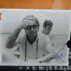 Fotografía antigua: FOTOGRAFIA ORIGINAL DEL PRESIDENTE FELIPE GONZALEZ, CON DEDICATORIA Y FIRMA ESCRITAS, 25 X 20 CM.. Lote 57334286