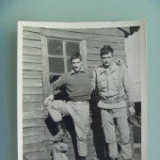 Fotografía antigua: FOTO DE LA MILI : SOLDADOS CON ROPA DE FAENA AÑOS 70 . DE GOMEZ VIDAL, LERIDA.. Lote 57402542