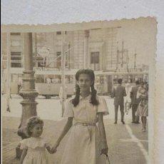 Fotografía antigua: ANTIGUA FOTOGRAFIA.NIÑAS CON PERRO.FOTO MANUEL DIAZ.SEVILLA.AÑOS 50. Lote 57497455