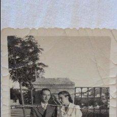 Fotografía antigua: ANTIGUA FOTOGRAFIA DE PAREJA.RONDA.1941.. Lote 57631670