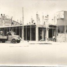 Fotografía antigua: FOTOGRAFIA ORIGINAL DE CAMION DE FOTOGRAFO DE VILANOVA Y LA GELTRU 28/7/1965 MIDE 18X12CM. Lote 57702935