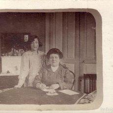 Fotografía antigua: FOTOGRAFÍA / AÑO 1915. CONJUNTO DE TRES FOTOS. MADRE CON HIJAS Y CON LA FAMILIA AL COMPLETO.. Lote 57978284