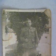 Fotografía antigua: MINUTERO CALLEJERO DE MILITAR CON GORRILLO , AÑOS 40. Lote 57983202