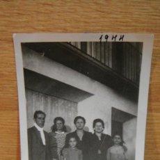 Fotografía antigua: FAMILIA - AÑO 1944. Lote 58076158