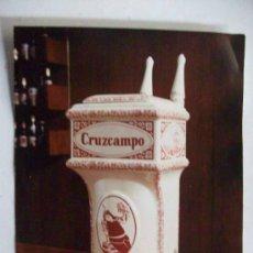 Fotografía antigua: FOTO PUBLICITARIA : CERVEZA CRUZCAMPO : TIRADOR DE CERAMICA DE LA CARTUJA. 20 X 25 CM. Lote 194620051