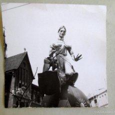 Fotografía antigua: FOTOGRAFÍA ORIGINAL FALLA MERCAT CENTRAL VALENCIA 1974. Lote 58515558
