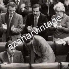 Fotografía antigua: MADRID, 1982, SESION DE INVESTIDURA DE FELIPE GONZALEZ,242X150MM. Lote 58704208
