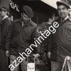 Fotografía antigua: ESPECTACULAR FOTOGRAFIA, POLICIA NACIONAL, UNIDAD CANINA, 180X240MM. Lote 58790381