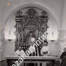 Fotografía antigua: SEVILLA, 1982,EXPOSICION DEL CUERPO DE SOR ANGELA DE LA CRUZ EN SU CAPILLA, MONSEÑOR AMIGO,118X165MM. Lote 58967290