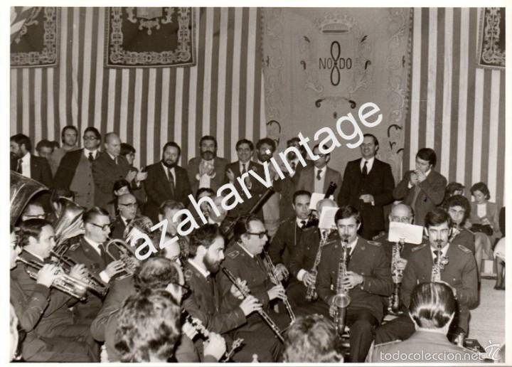 SEVILLA, AÑOS 70, ACTUACION DE LA BANDA DE MUSICA EN LA CASETA MUNICIPAL DE LA FERIA,178X128MM (Fotografía Antigua - Fotomecánica)