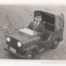 Fotografia antica: FOTOGRAFIA NIÑO EN COCHE A PEDALES JEEP. Lote 60191643