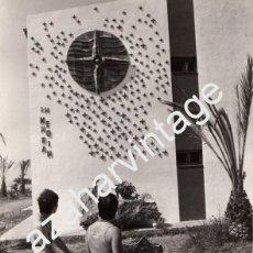 Fotografía antigua: SAN CARLOS DE LA RAPITA,1979, MONUMENTO A LAS VICTIMAS TRAGEDIA CAMPING LOS ALFAQUES,180X240MM. Lote 61767064