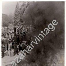 Fotografía antigua: SEVILLA, 1982, EXHIBICION DE BOMBEROS EN EXPO - JUVENTUD, 180X240MM. Lote 61810952