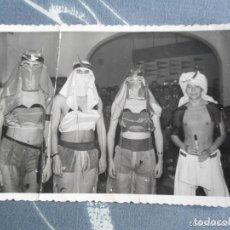 Fotografía antigua: ANTIGUA Y RARA FOTOGRAFIA CONCURSO DISFRACES CARNAVAL EL CORTE INGLES - AÑOS 60. Lote 61911176