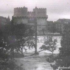 Fotografía antigua: ANTIGUA FOTOGRAFIA, VALENCIA, RIADA DE 1957, TORRES DE SERRANOS. Lote 62132708